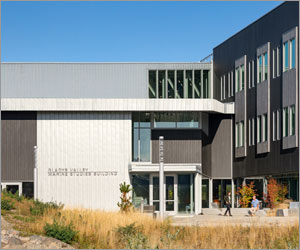 Oregon university facility boasts modern design with new roofing and cladding