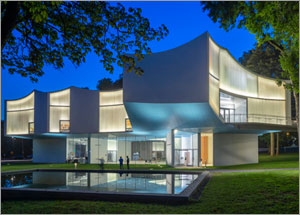 Steven Holl creates unique curved exterior for Pennsylvania college with channel glass
