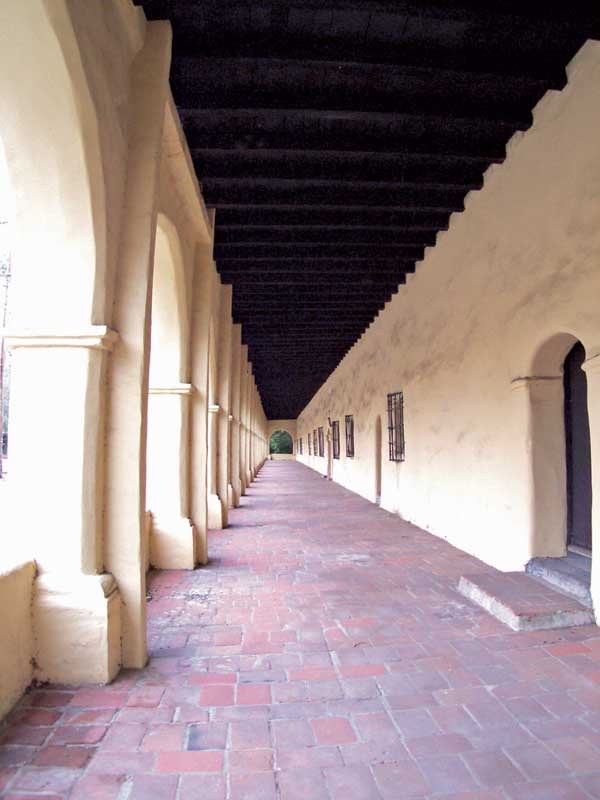The exterior corridor at San Fernando Rey de España. Photograph © Robert A. Estremo, 2004. Photo licensed under Creative Commons Attribution-Share Alike 2.0.