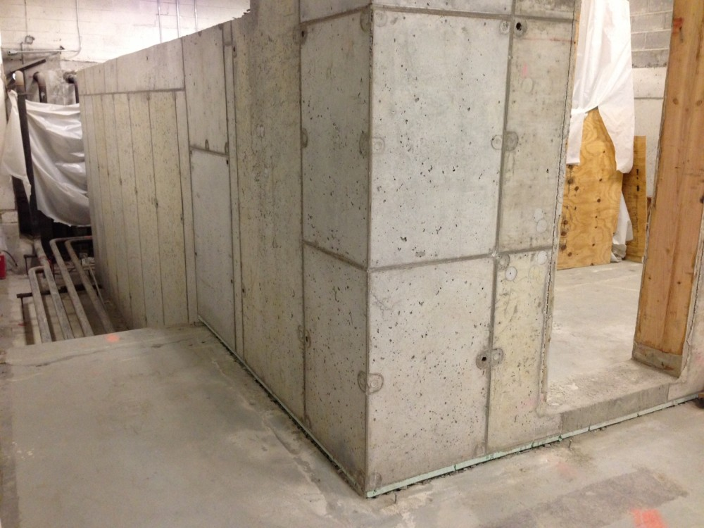 For this Manhattan server room project, the concrete-to-concrete joints of the walls were constructed using the same crystalline technology to fully tank the room. To provide extra protection, a slurry coat containing the same crystalline properties was applied to the outside of the walls.
