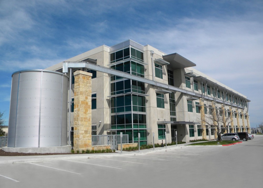 In Austin, Texas, Dalchau Service Center Building D (STG Design) melds tilt-up concrete with various metal and glass components to achieve visual balance. Construction work was performed by American Constructors Inc.