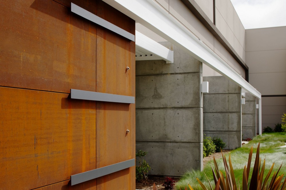 RMW Architecture and Interiors designed large wing wall panel extensions to create shadow and relief along the façade of the Metropolitan Van & Storage building in Napa, California. Construction work was performed by Panattoni Construction, Inc.