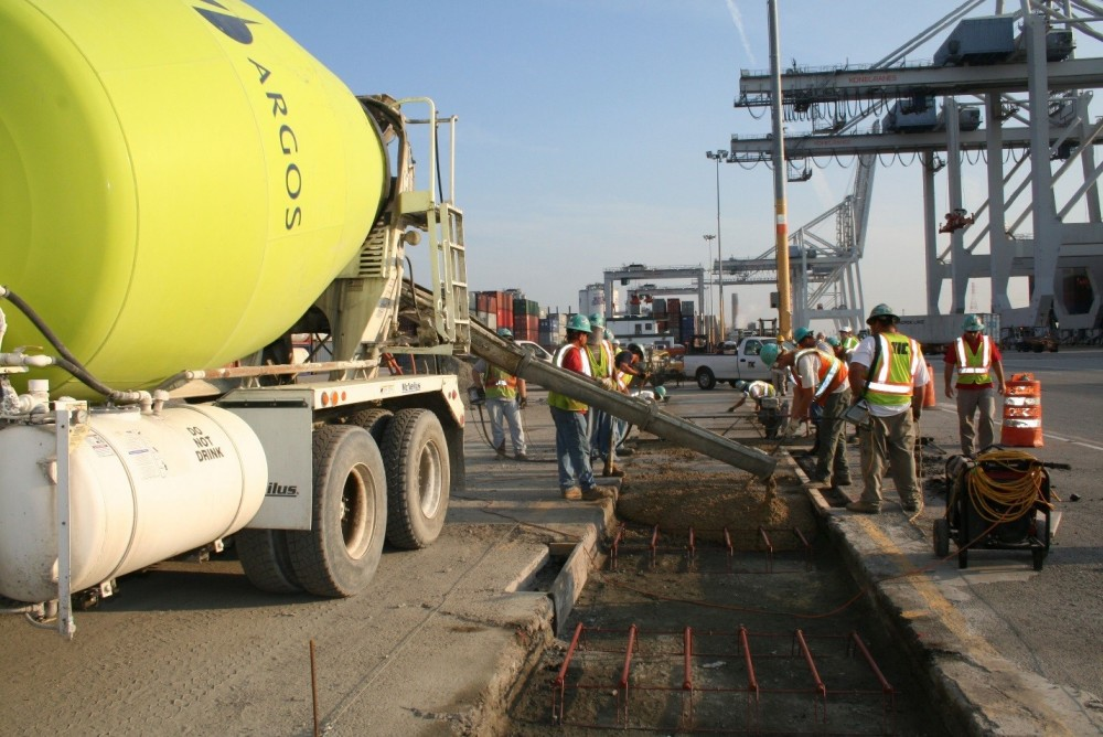 This image shows placement of activated fly-ash cement concrete at the Port of Savannah—an application where concrete will be subjected to abrasion and loads of 55,791 kg (123,000 lb) from overhead mobile gantry cranes.