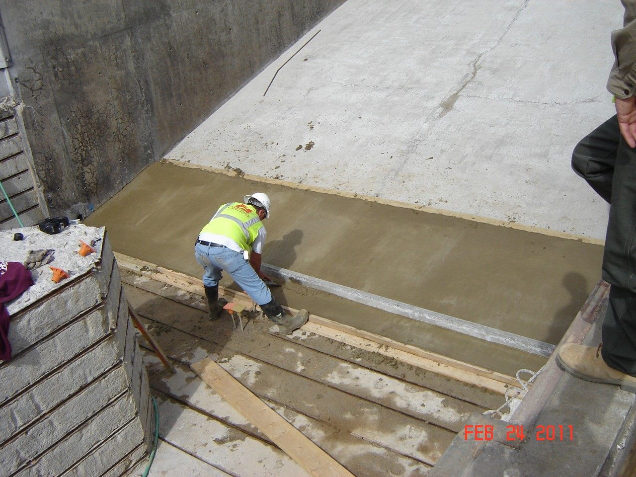 Fly Ash Cement : Designing with activated fly ash cement concretes