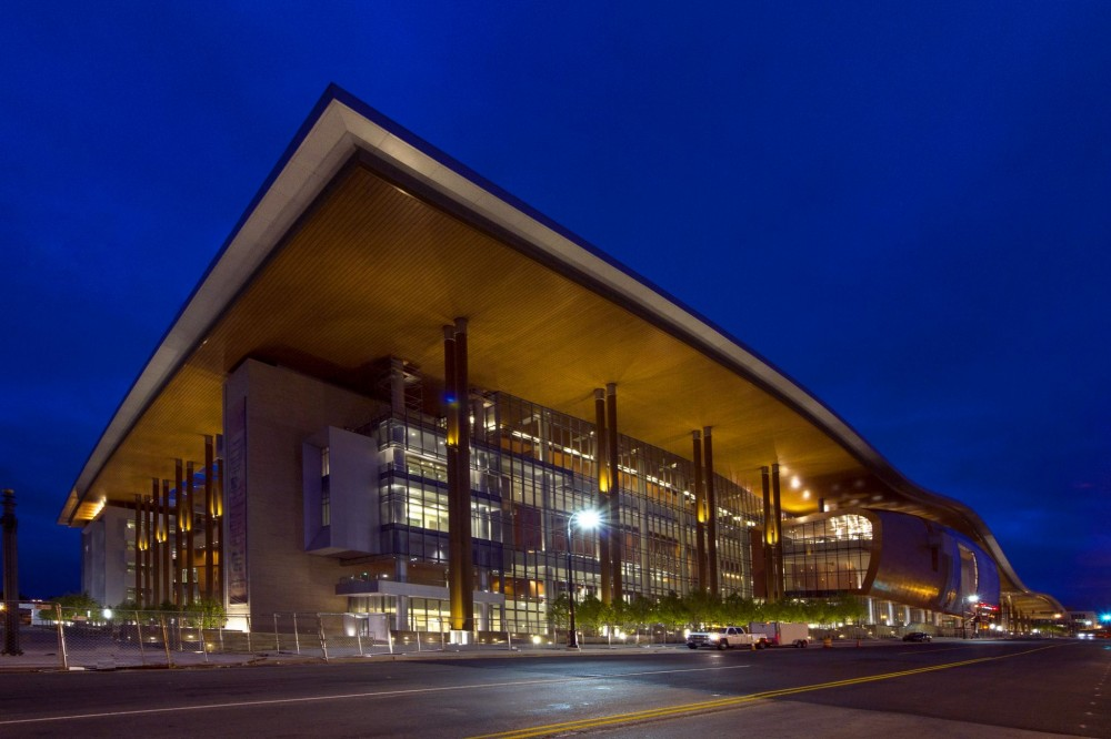 More than 1.6 km (1 mi) of operable partition was installed, along with 2 km (1.25 mi) of track inside Music City Center. The 1242 panels employed weigh a total of 680,389 kg (1.5 million lb). Photo courtesy Music City Center