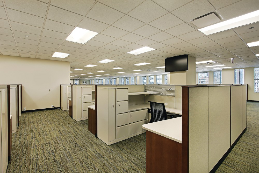 For offi ce spaces, the right air distribution system should provide both thermal comfort and a healthy working environment. Photo © BigStockPhoto/Larry Malvin