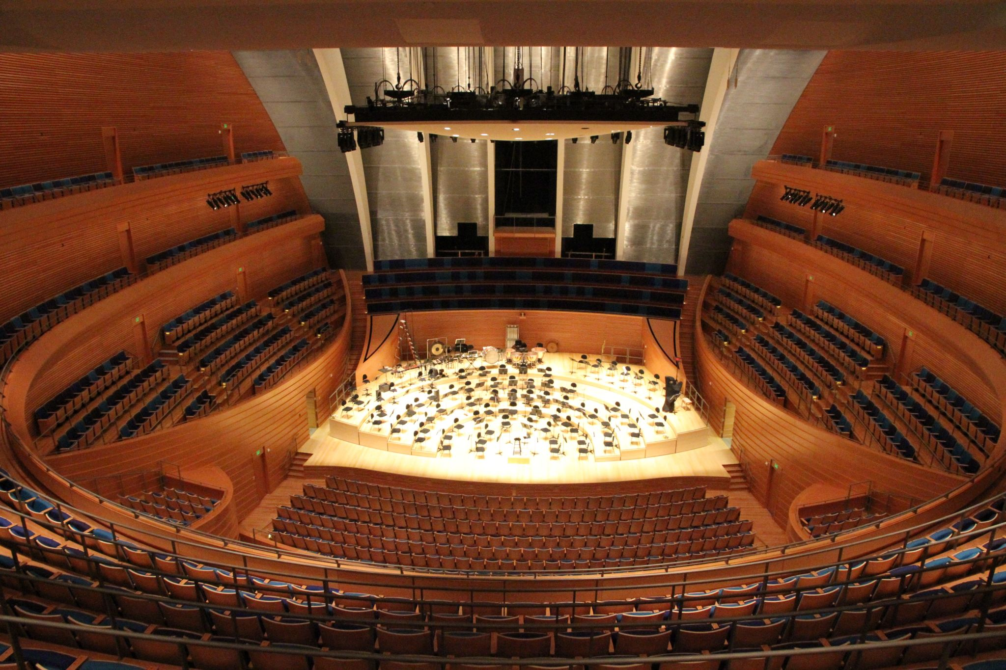 Shapes and sounds designing concert halls with curves for Interior design in a box