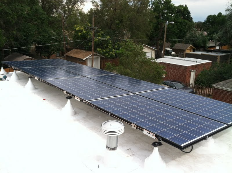 An average solar panel and support system typically adds a minimum of 14.6 to 19.5 kg/m2 (3 to 4 lb/sf) to the existing roof. Photo courtesy GAF