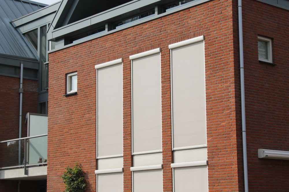 This installation in Holland features solid-screen, 'zip' system installation. Photo © AVZ. Photo courtesy Draper Inc.