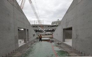 The stadium features 2000 precast panels (e.g. risers, walls), with each ranging from 6 to 12 m (20 to 40 ft) in length and weighing up to 15,875 kg (35,000 lb)—a bit heavier than an average school bus.