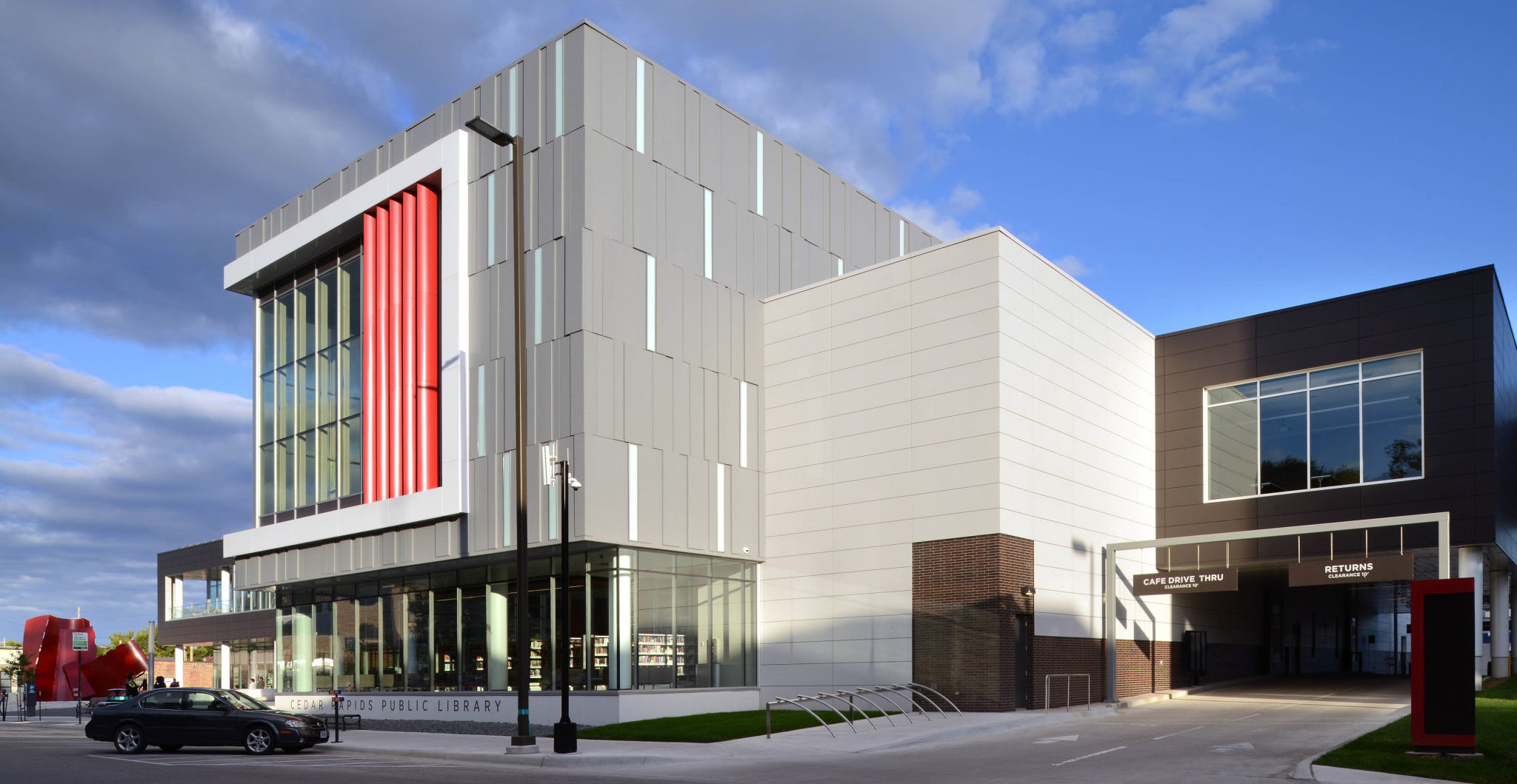 Aluminum composite material (ACM) panels with a zinc patina finish line the façade of the Cedar Rapids Public Library. Photos courtesy Alcoa Architectural Products