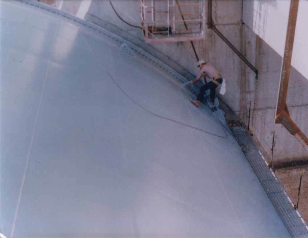 This polyurethane system has exceptional fi re retardancy for use on sloped roofs.