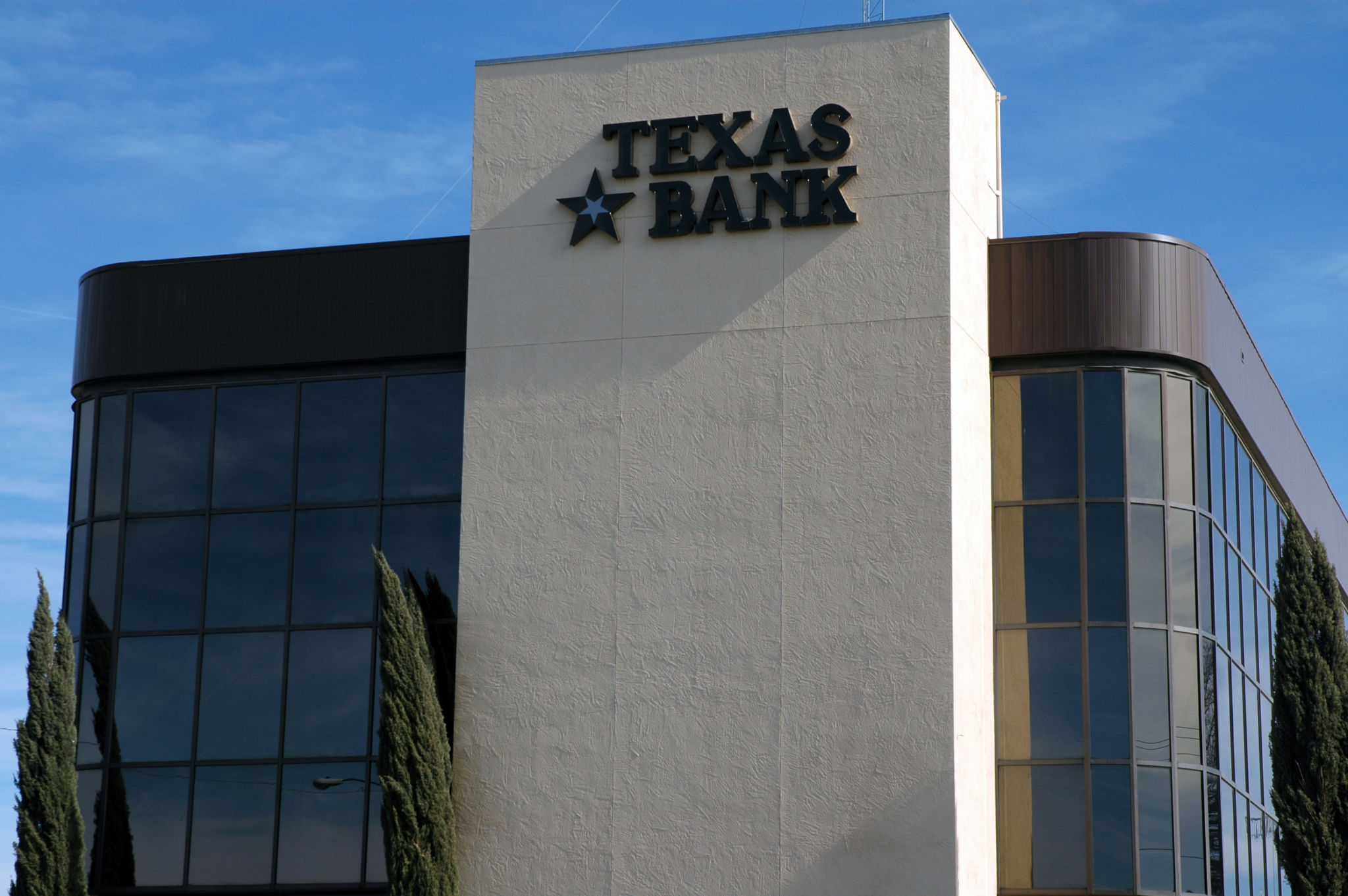 San Angelo's Texas State Bank found variable refrigerant flow (VRF) to be an HVAC strategy that was competitive and offered the least amount of downtime in the conversion from a chilled water loop system originally installed in 1977. Photos courtesy RectorSeal Corp.