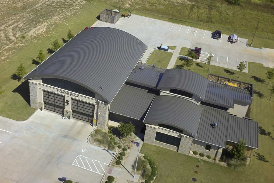 The metal roof consisted of 1300 m2 of vertical leg standing seam panels. Photos © McElroy Metal, courtesy Valspar Corporation