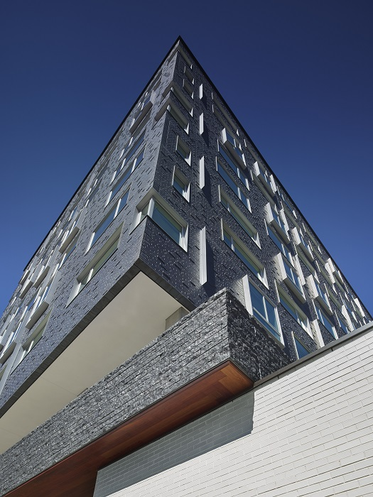 A façade comprised of solid precast concrete panels established a cost-efficient brick appearance in a fraction of the time, compared with traditional brick masonry.