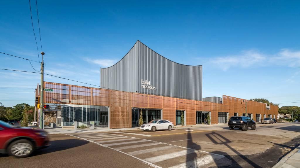 Designed by Archimania, the façade of Ballet Memphis emulates a music box. Photos © Hank Mardukas Photography. Photos courtesy PAC-CLAD | Petersen