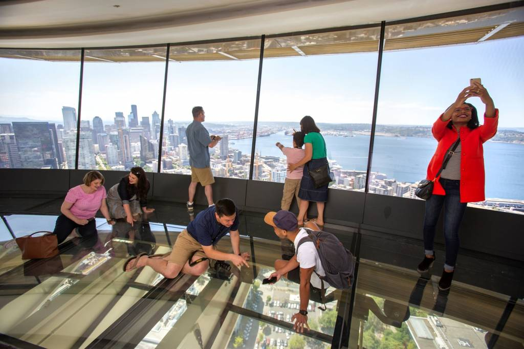 Seattle S Space Needle Adds World S First Revolving Glass
