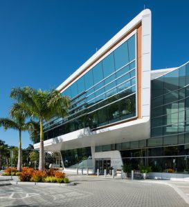 University of Miami (UM) Bascom Palmer Eye Institute built a state-of-the-art clinic balancing performance and aesthetics with insulated metal panels. Photo courtesy Bascom Palmer