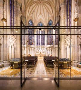 In order to achieve acoustic isolation for the intimate Lady Chapel worship space, MBB's design solution centers on a glass enclosure filling the 14-m (48-ft) high arch.