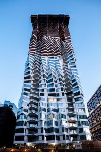 Studio Gang's twisting tower, Mira, in San Francisco, California, has topped off. Photo © Jason O'Rear, courtesy Studio Gang Twitter