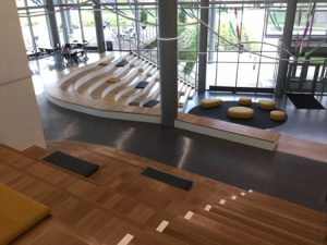 The social stair feature at NKU includes 14 levels of long, winding, 610-mm (24-in.) deep wood seat benches with 330-mm (13-in.) tall solid surface backs and risers.
