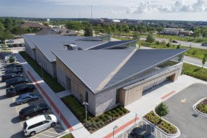 The Shirley Ryan AbilityLab in Burr Ridge, Illinois, is topped by a standing-seam metal roof with angled panels that create a vision of wings in flight. Photo courtesy ajbrownimaging.com