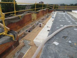 Figure 6: Typical work at roof perimeter. Image courtesy Inspec. Photo © Dwight Benoy