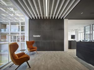 Global architecture firm Gensler optimizes acoustics in an open office with stone wool baffles. Photo © Gensler 2019/Halkin Mason Photography. Photo courtesy Rockfon