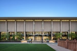 The Arizona State University's Hayden Library Reinvention (Tempe, Arizona) by Ayers Saint Gross is a winner of the American Institute of Architects (AIA) Committee on the Environment (COTE) Top Ten Awards. Image © Gabe Border