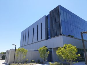 Indiana University-Purdue University Indianapolis (IUPUI), Indiana, met the modern design goals for its Innovation Hall with aluminum composite material (ACM). Photo courtesy Alucoil